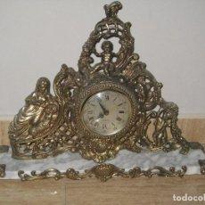 Antigüedades: ANTIGUO RELOJ DE SOBREMESA DE METAL DORADO Y BASE DE MARMOL. Lote 101045131