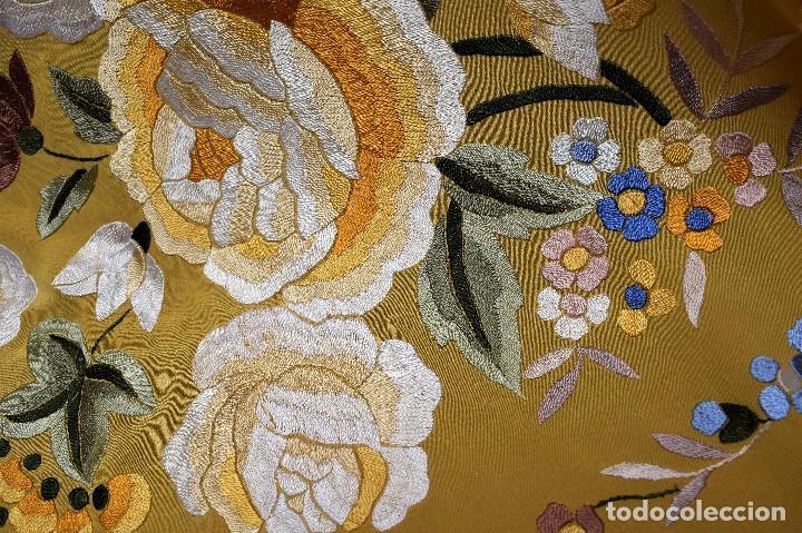 Antigüedades: Manton de Manila seda bordada a mano - Foto 8 - 118908934