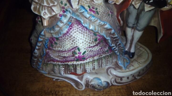 Antigüedades: Antigua Figura de Porcelana 18 x 18 cm - Foto 2 - 101065911