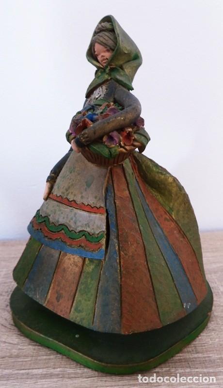 Antigüedades: FIGURA DE MUJER EN TERRACOTA COLOREADA FIRMADO C. OLIVER AÑOS 50 - Foto 5 - 101083731