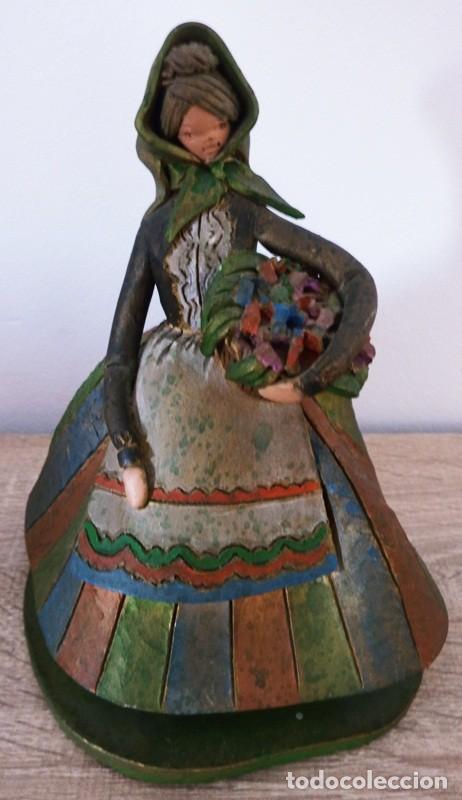 Antigüedades: FIGURA DE MUJER EN TERRACOTA COLOREADA FIRMADO C. OLIVER AÑOS 50 - Foto 7 - 101083731