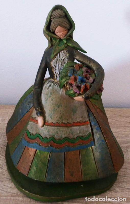 Antigüedades: FIGURA DE MUJER EN TERRACOTA COLOREADA FIRMADO C. OLIVER AÑOS 50 - Foto 8 - 101083731