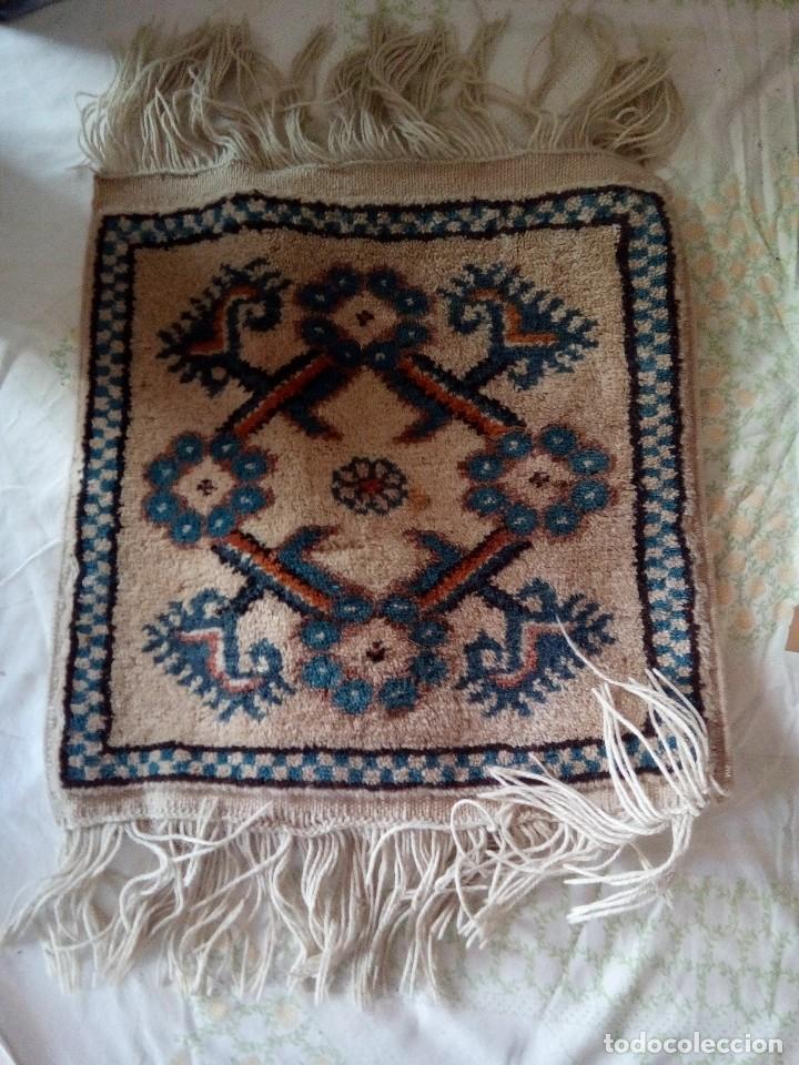 peque o tapiz alfombra persa tonos blancos y comprar On tapiz persa