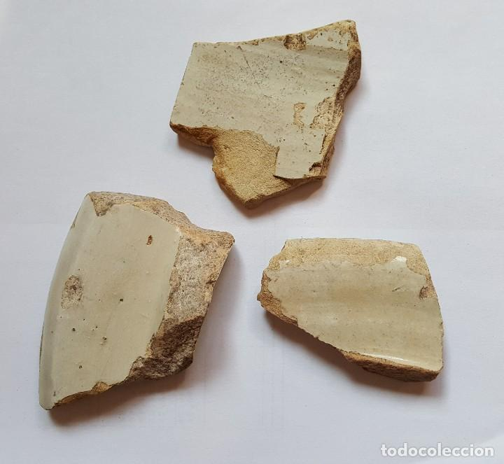Antigüedades: 3 Bonitos fragmentos cerámica de Triana. SEVILLA. Siglos XVIII-XIX. - Foto 2 - 101143391