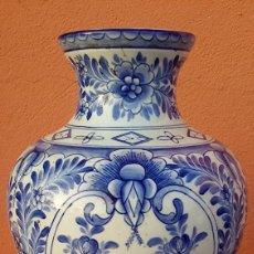 Antigüedades: ANTICO VASO IN PORCELLANA IN POLICROMIA BIANCO E BLU. Lote 101160851