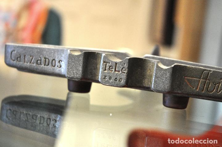Antigüedades: ANTIGUO CENICERO CALZADOS AVION con teléfono de 4 dígitos - Foto 7 - 101187267