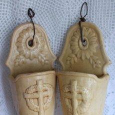 Antigüedades: ANTIGUOS BÚCAROS FLOREROS DE PARED CERAMICA RELIGIOSOS PARA CAPILLA CERAMICA DE MANISES CEMENTERIO. Lote 101194703