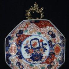Antigüedades: PAREJA DE PLATOS IMARI, PORCELANA JAPONESA ANTIGUA, DE FORMA OCTAGONAL. Lote 101198731
