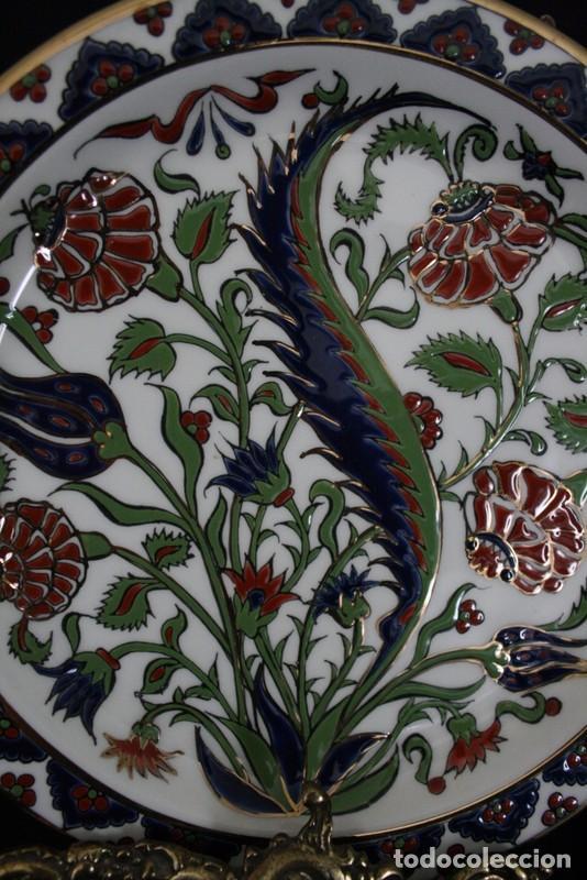 Antigüedades: Pareja de platos de ceramica, elaborados y pintado a mano, de Grecia - Foto 2 - 101199619