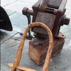 Antigüedades: COLLAR PARA EL GANADO. Lote 99944395