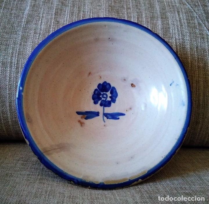 PLATO HONDO PEQUEÑO LEBRILLO ANTIGUO OLIVARES O TALAVERA FLOR DE PEREJIL (Antigüedades - Porcelanas y Cerámicas - Talavera)
