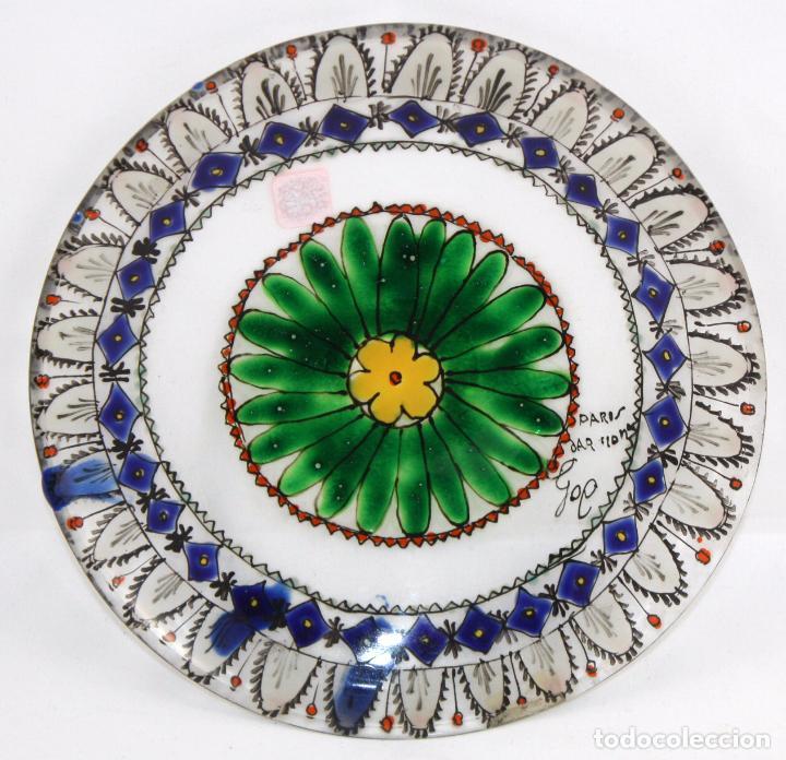 JOSEP MARIA GOL (BARCELONA, 1897 - 1980) PLATO EN VIDRIO PINTADO. FIRMADO Y FECHADO EN PARIS (Antigüedades - Cristal y Vidrio - Catalán)