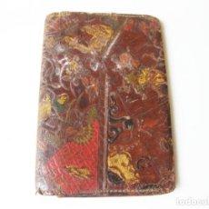 Antigüedades: ANTIGUA CARTERA O BILLETERA DE PIEL CON MOTIVOS TIPO JAPONESES. Lote 101279995