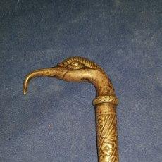 Antigüedades: ANTIGUO BASTÓN EN PLATA CON CABEZA DE AVE. Lote 101282096