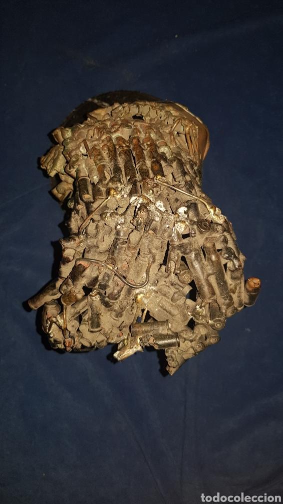 Antigüedades: Escultura modernista fabricada con casquillos de bala y peana de mármol - Foto 3 - 101283572