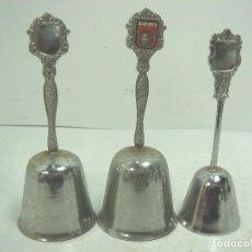 Antigüedades: 3X CAMPANA RECUERDO - METALICA- SOUVENIR LA RIOJ A- AÑOS 80 - CAMPANILLA DE MANO. Lote 101301107