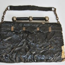 Antigüedades: PRECIOSO BOLSO DE CHAROL Y METAL - CUERO - ART DÉCO - AÑOS 20-30. Lote 101325659