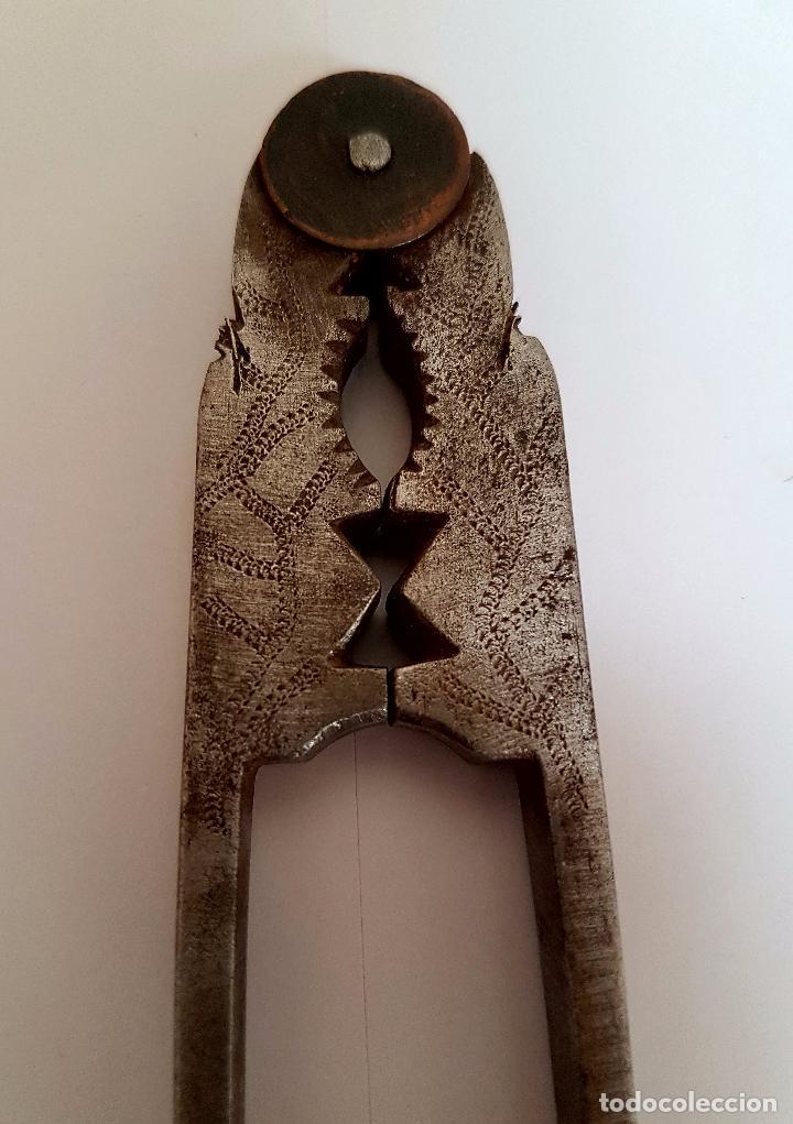 Antigüedades: PRECIOSO CASCAPIÑONES,CASCA PIÑONES, EN HIERRO DE FRAGUA,ESPAÑA,S. XIX - Foto 3 - 101326111