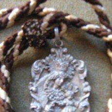 Antigüedades: MEDALLA CON CORDON DE HERMANDAD SACRAMENTAL DEL CARMEN Y SAN LEANDRO - SEVILLA. Lote 101365339