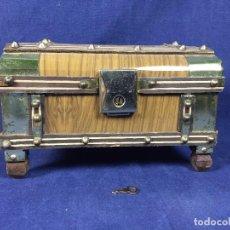 Antigüedades: JOYERO MUSICAL COFRE MADERA CHAPA HOJALATA LA PALOMA MUSICA LLAVE 13,5X21X14 CM. Lote 101365487