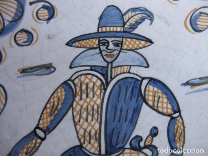 Antigüedades: GRAN PLATO ANTIGUO DE CERÁMICA : LA MENORA, DE TALAVERA SOLDADO DE FLANDES - Foto 2 - 101367867