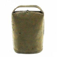 Antigüedades: ANTIGUO CENCERRO METAL 15,50 CM DE ALTO, SIN BADAJO, PARECE PINTADO. Lote 101378091