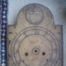 Antigüedades: PRECIOSA Y ANTIGUA PANTALLA DE RELOJ DE PIE TIPO MOREZ PINTADO A MANO FORJA XVIII. Lote 101407611