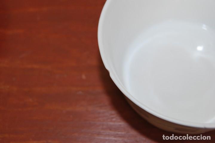 Antigüedades: JUEGO DE CAFÉ O TÉ DE PORCELANA CASTRO - JARRA, TAZAS Y PLATOS - AÑOS 50-60 - SARGADELOS - Foto 9 - 142158717