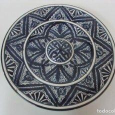 Antigüedades: PLATO CERÁMICA - NIJAR, ALMERÍA - PINTADO A MANO - SELLO F - 31 CM DIÁMETRO. Lote 101467699