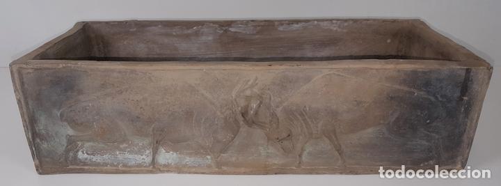 MACETERO EN CERÁMICA NEGRA. ESPAÑA. SIGLO XX. (Antigüedades - Hogar y Decoración - Maceteros Antiguos)