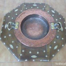 Antigüedades: ANTIGUO BRASERO - COBRE, CON ASA DE BRONCE - PEANA MADERA DE NOGAL - DECORACIÓN EN BRONCE - S. XVII. Lote 101513031