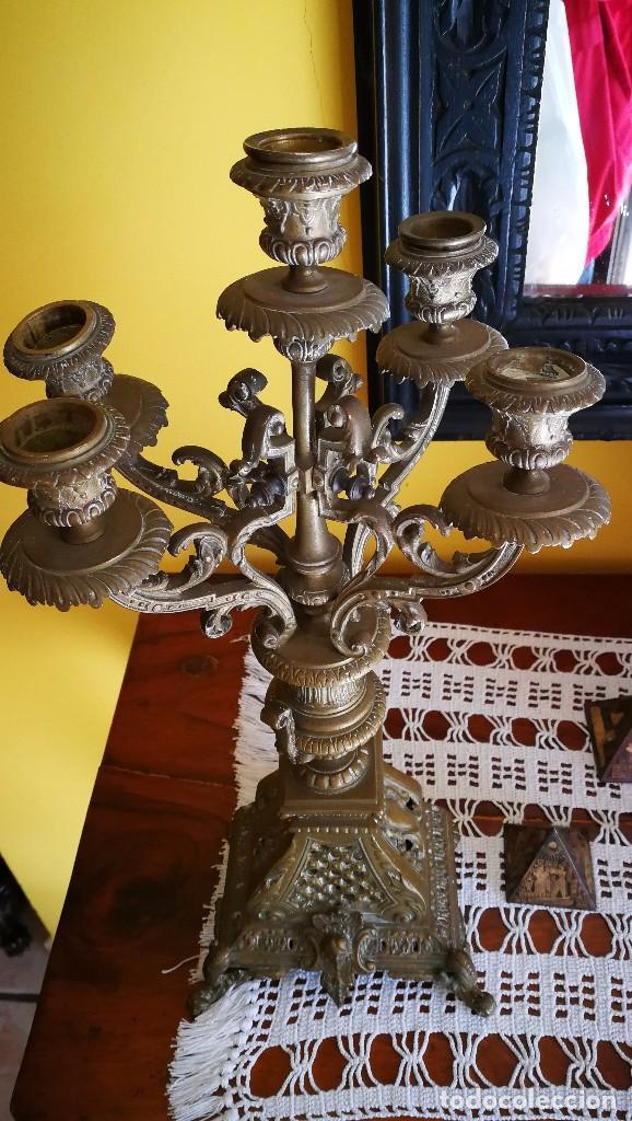 Antigüedades: ANTIGUO JUEGO DE CANDELABROS CON 5 BRAZOS,EN BRONCE 30 CM. APROX. - Foto 2 - 101522455