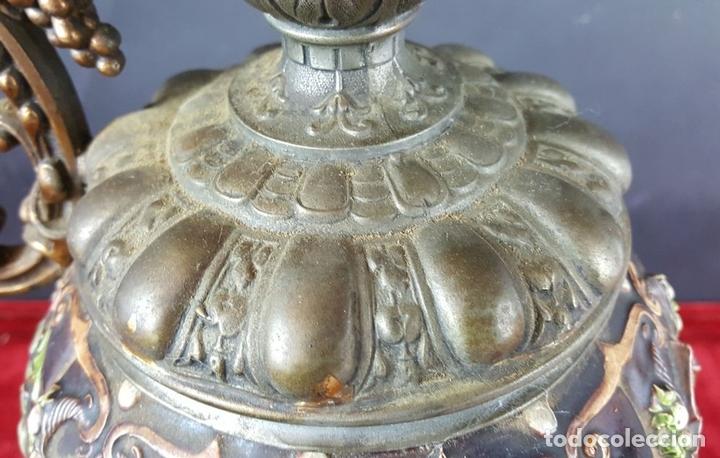 Antigüedades: PAREJA DE JARRAS. CALAMINA Y PORCELANA. ESTILO NEO RENACENTISTA. ALEMANIA. SIGLO XIX. - Foto 3 - 101523943