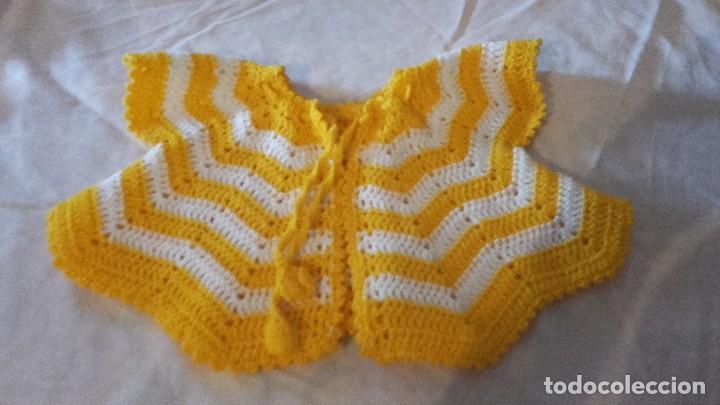 Antigüedades: Antiguo abrigo capa de bebe,hecho de crochet. - Foto 2 - 101525959