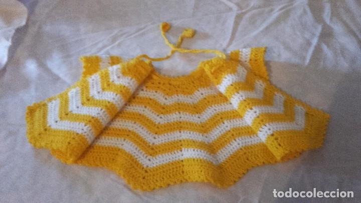 Antigüedades: Antiguo abrigo capa de bebe,hecho de crochet. - Foto 3 - 101525959