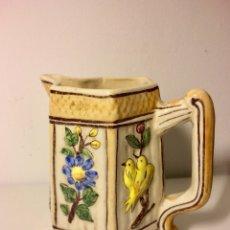Antiquitäten - Jarra picher, de cerámica pintada a mano y con relieves, de Maestre, Biar. Mitad siglo XX. - 101538963