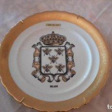Antigüedades: PRECIOSO PLATO CON EL ESCUDO DE BAJAR CON ORO DE LEY.. Lote 101546699