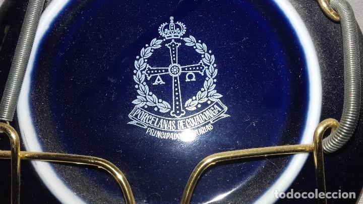 Antigüedades: Precioso plato de porcelana azul cobalto y oro de ley,nra sra de covadonga.Porcelanas de covadonga - Foto 2 - 101546935