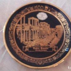 Antigüedades: PLATO DE PORCELANA AZUL COBALTO Y ORO DE LEY,TEATRO ROMANO DE MÉRIDA BADAJOZ. 2000 PORCELANAS.. Lote 101549075