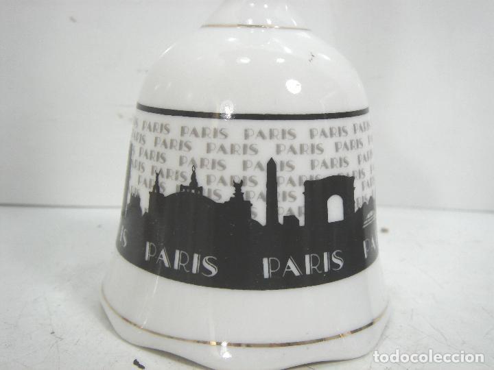 Antigüedades: CAMPANA CERAMICA - RECUERDO DE PARIS - PORCELANA CAMPANILLA DE MANO - Foto 3 - 101559051