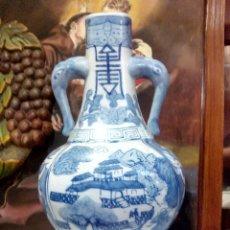 Antigüedades: PRECIOSO JARRÓN CHINO DE ASA CABEZA DE ELEFANTE LETRA CENTRAL.. Lote 101649743