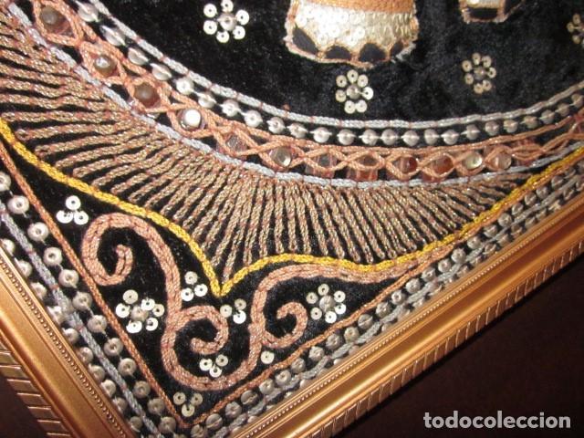 Antigüedades: cuadro tapiz elefante hecho artesanalmente y repujado con lentejuelas e hilos dorados - Foto 3 - 101671463