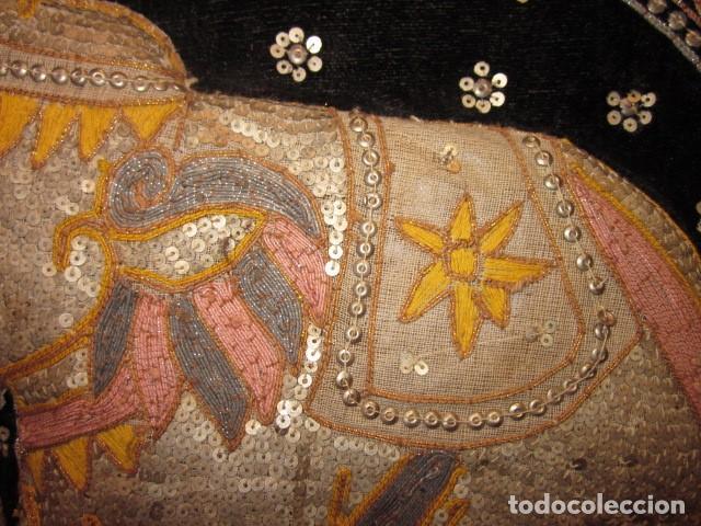 Antigüedades: cuadro tapiz elefante hecho artesanalmente y repujado con lentejuelas e hilos dorados - Foto 4 - 101671463