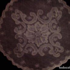 Antigüedades: PALIA O CUBRE CALIZ DE ENCAJE BORDADO, MIDE 14CM. DE DIAMETRO. Lote 101756903