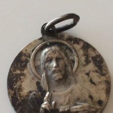 Antigüedades: ANTIGUA MEDALLA SAGRADO CORAZÓN DE JESUS 2X2CM. Lote 101758810