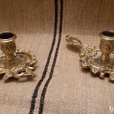 Antigüedades: PAREJA DE CANDELABROS DE LATÓN , ORIGEN FRANCIA. Lote 101768815