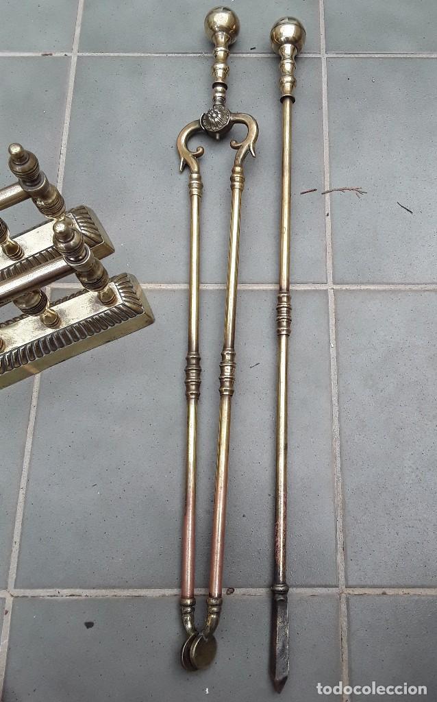 Antigüedades: Juego de Morillos y útiles de chimenea de laton - Foto 4 - 101778707
