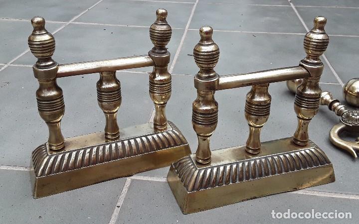 Antigüedades: Juego de Morillos y útiles de chimenea de laton - Foto 6 - 101778707
