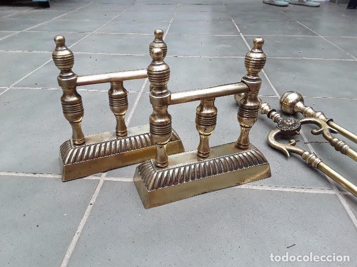 Antigüedades: Juego de Morillos y útiles de chimenea de laton - Foto 7 - 101778707