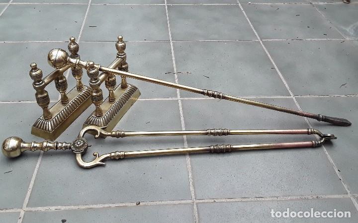 Antigüedades: Juego de Morillos y útiles de chimenea de laton - Foto 8 - 101778707
